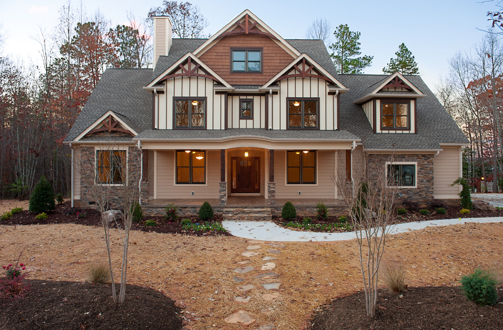 craftsman style homes exterior with lighting